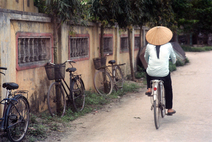 20130415_tamcoc_bicyclesandlady_160VC.jpg