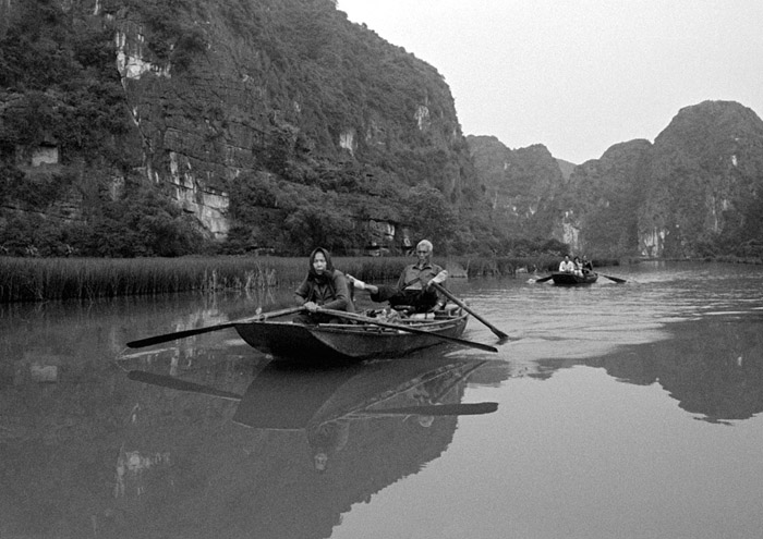 20130415_tamcoc_boat_oldcouple_txXTOL.jpg